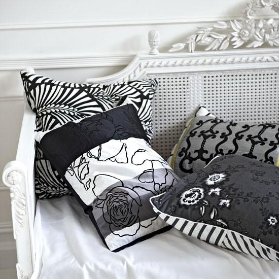 Monochrome living room cushions | Living room designs | image