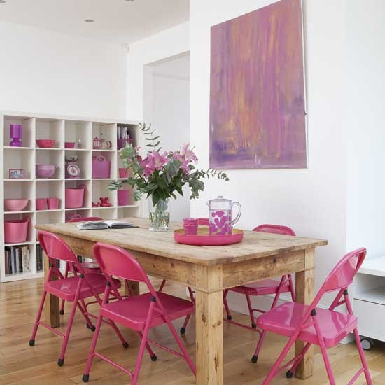 http://housetohome.media.ipcdigital.co.uk/96/00000d103/985c_orh550w550/pink-dining-room.jpg
