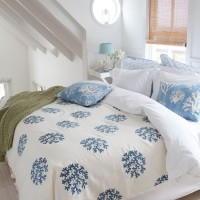 Coastal-themed bedroom