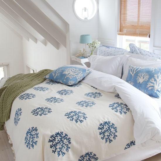 Coastal themed bedroom bedroom designs white bedding for Coastal themed bedroom