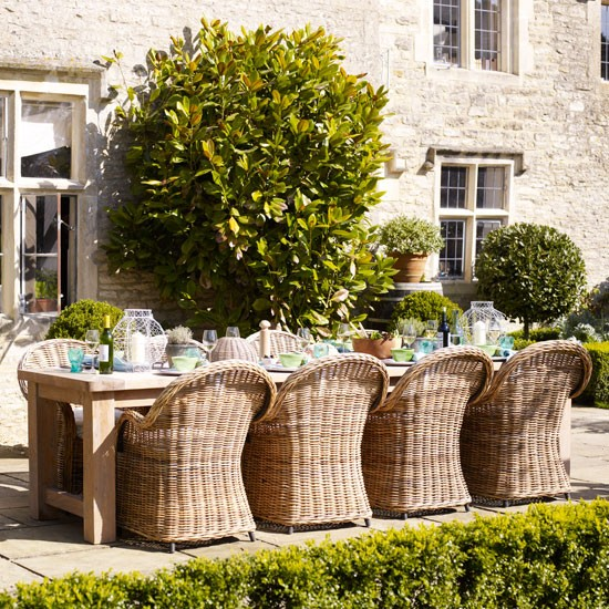 Relaxed garden dining area
