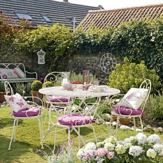 Pretty country garden : Garden decorating : Wire garden furniture : housetohome.co.uk