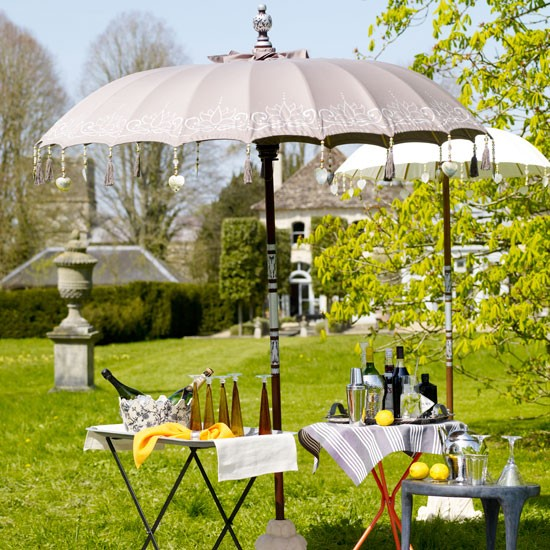 Garden drinks table | Garden entertaining | Image | Housetohome.co.uk