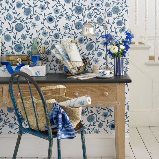 Modern country style floral wallpaper modern wallpaper for Home zone designs