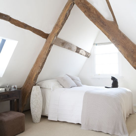 Attic bedroom with beams | Small bedrooms | image