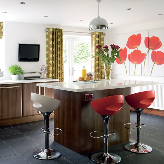 Kitchen With Colourful Feature Wall Kitchen Colour Schemes Kitchen Decora
