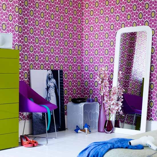 Patterned wallpaper teenage girls bedroom ideas for Girls bedroom wallpaper ideas