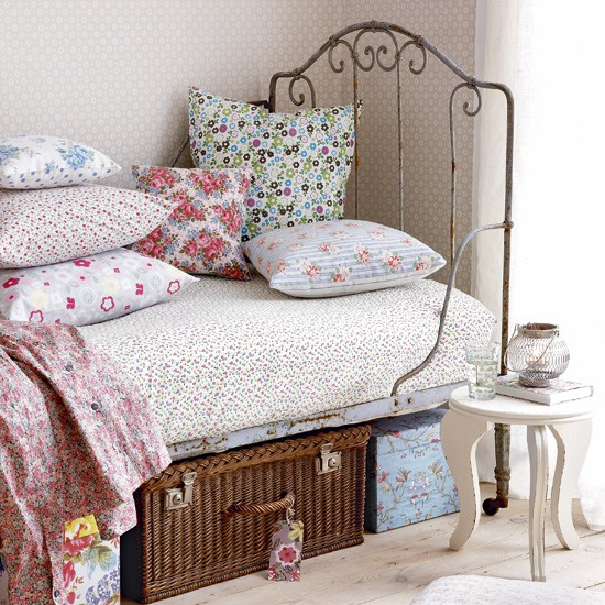 Bedroom with vintage day bed