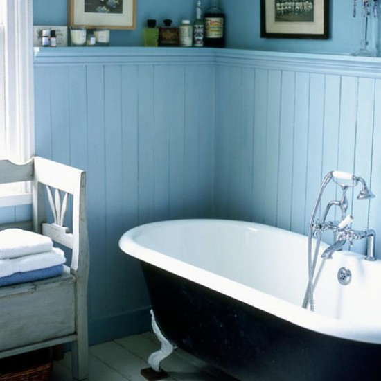 Blue and white bathroom traditional decorating for Wood panelling bathroom ideas