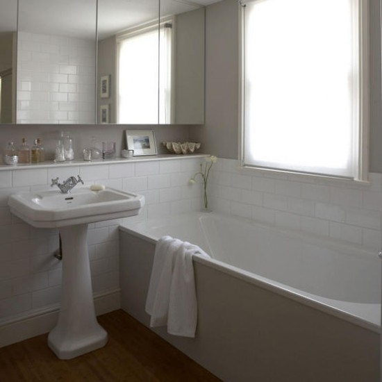 Simple white bathrooms the interior designs for Bathroom ideas uk 2015