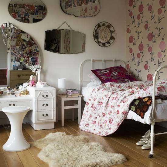 Floral bedroom with mirrors | Vintage bedrooms | Image