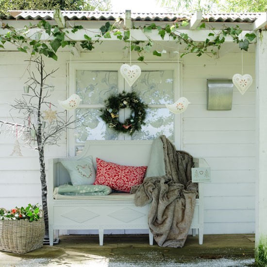 create a festive outdoor space country christmas decorating ideas