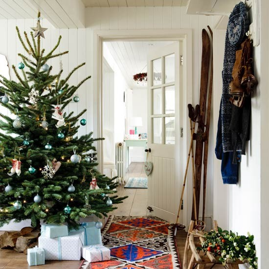 Opt for a bold runner country christmas decorating ideas for Home christmas decorations uk