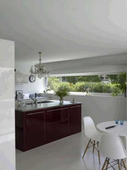 Red and white modern kitchen | Kitchen ideas | Chandelier | Image | Housetohome.co.uk