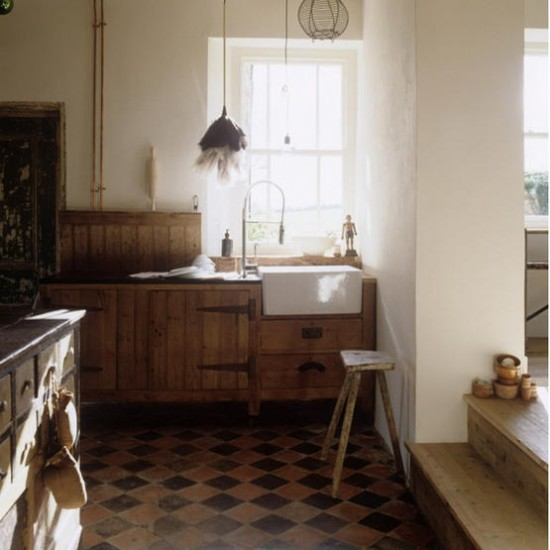 Rustic traditional kitchen kitchen ideas tiled for Kitchen flooring ideas uk