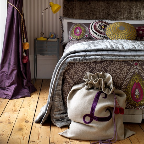 Follow Country Homes & Interiors' step-by-step guide to making a festive sack