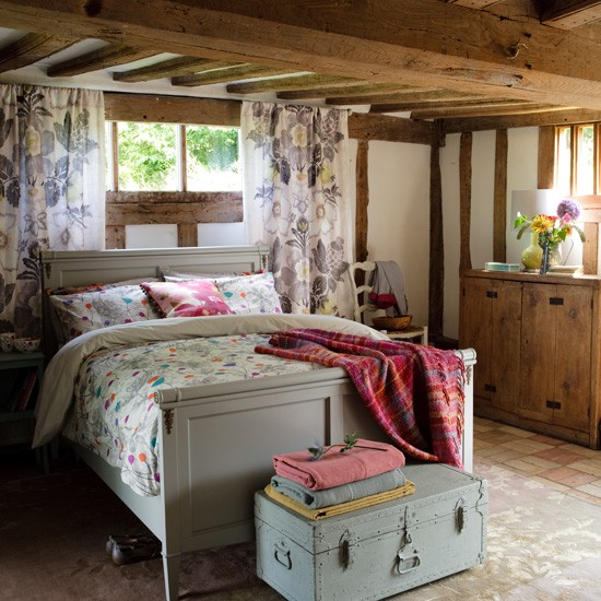 Cosy country bedroom bedroom decorating ideas beds for Bedroom ideas country