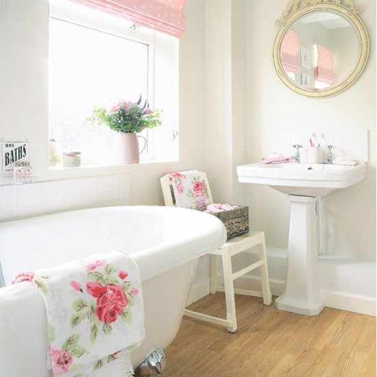 Pink and white shaby chic bathroom