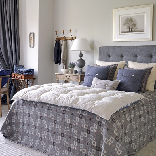 Relaxed Country Bedroom Decorating Idea