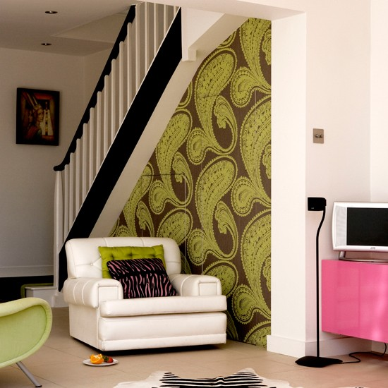 Living room with bold wallpaper wallpaper ideas for for Front room feature wallpaper