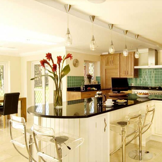 Spacious cream kitchen kitchens kitchens best of for Best kitchen designs 2011