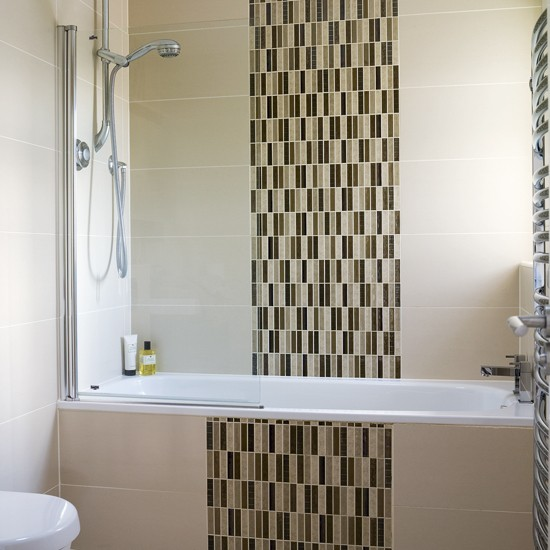 Neutral Bathroom With Distinctive Tiles Wall