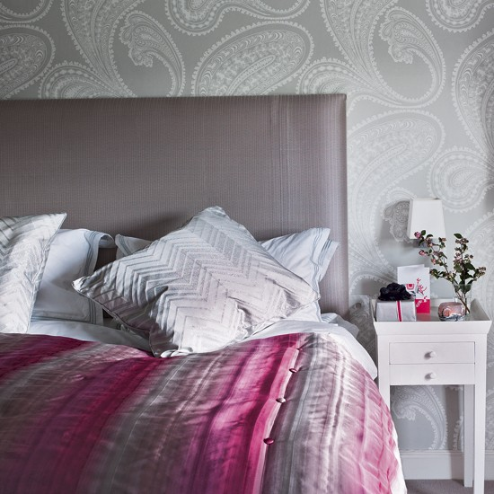 Secret ice pink and grey bedroom ideas for Grey wallpaper bedroom
