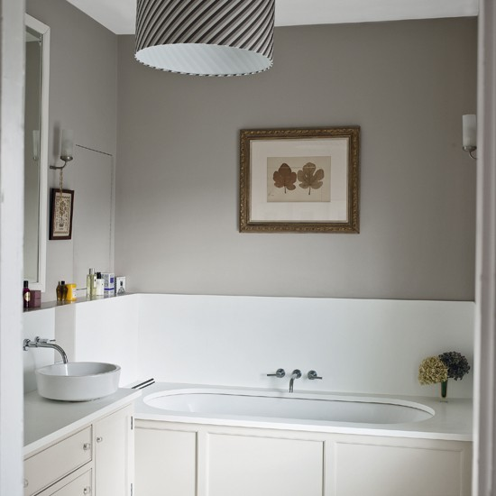 Bathroom Design Grey And White Grey Walls And White Furnishings Create A Calm Soft Feel In This