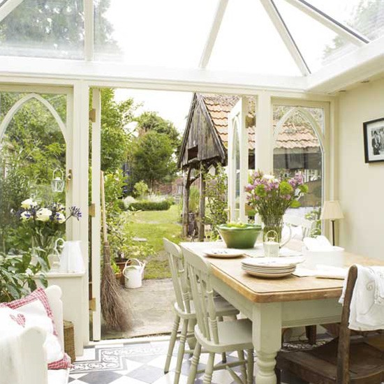 Country style conservatory consevatory decorating ideas for Conservatories and garden rooms