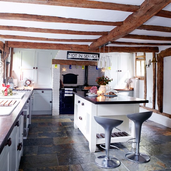 Spacious country kitchen | Kitchen designs | Kitchen islands | Image | Housetohome
