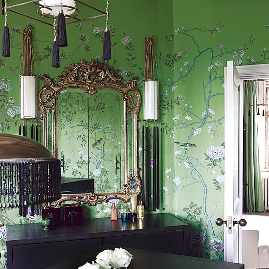 Oriental style bedroom with vivid green wallpaper for Green bedroom wallpaper