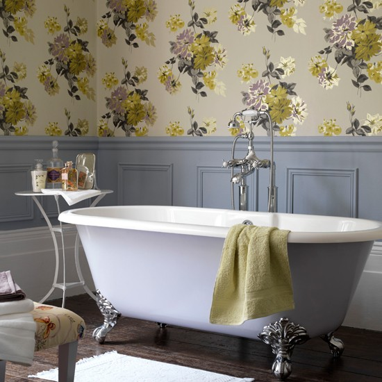 Country style floral bathroom bathroom wallpapers - Salle de bains retro ...