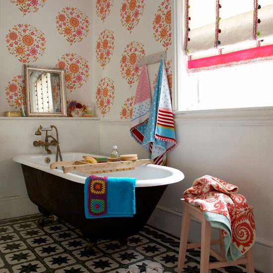 Seventies style bathroom | Bathroom wallpaper | bathroom decorating ideas| bathroom | decorating ideas | PHOTO GALLERY | housetohome