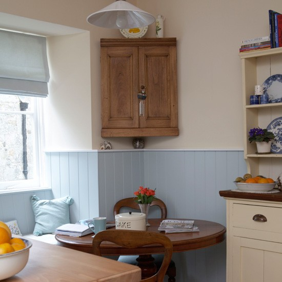 Corner cabinet small kitchen design for Small kitchen ideas uk