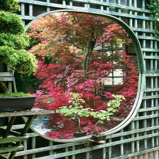 Garden trellis with japanese style mirror panel garden for Japanese garden trellis designs