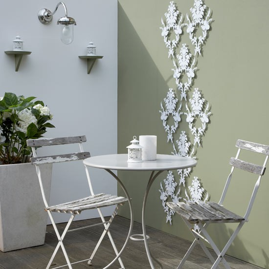 Garden trellis in decorative metal wall art design