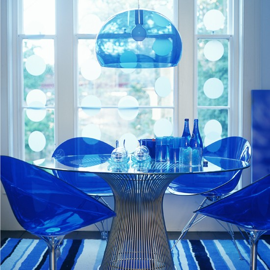 Blue dining room design with modern furniture