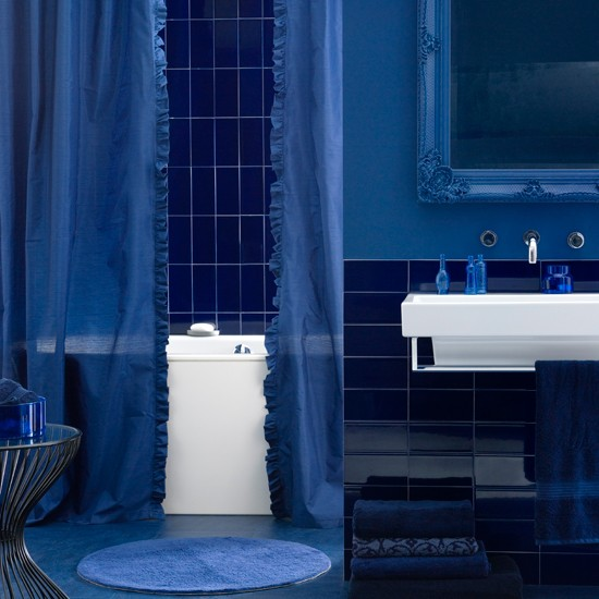 Dark and mysterious deep blue bathroom | colourful bathroom ideas | bathroom ideas | PHOTO GALLERY | Housetohome.co.uk