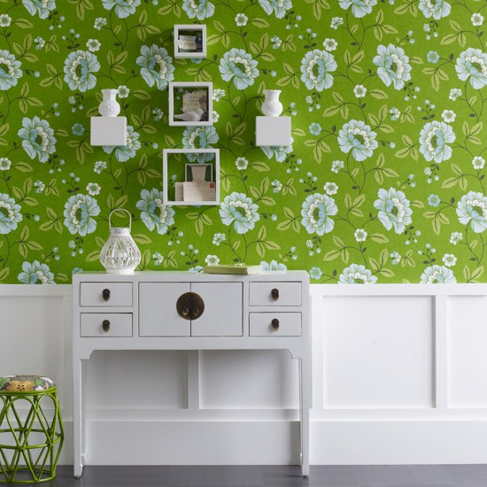 Mix retro with modern 10 wallpaper ideas for hallways for Wallpaper design for hall