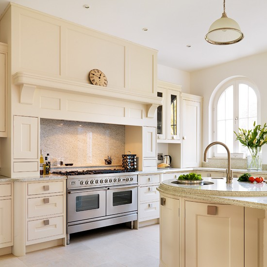 10 Designer Looks For Country Kitchens