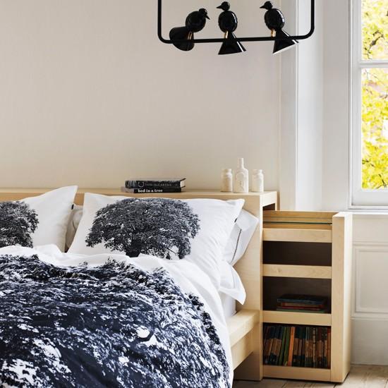 Стильный и недорогой дизайн спальни.  Здесь используется простая мебель из.