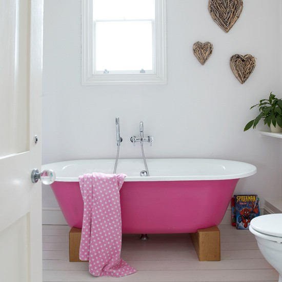 Make your bath stand out | Add colour to your bathroom | Easy bathroom ideas | Bathroom | PHOTO GALLERY | Housetohome