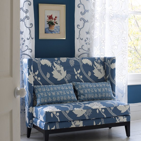 Blue floral living room | Traditional living room | Blue sofa | Image | Housetohome