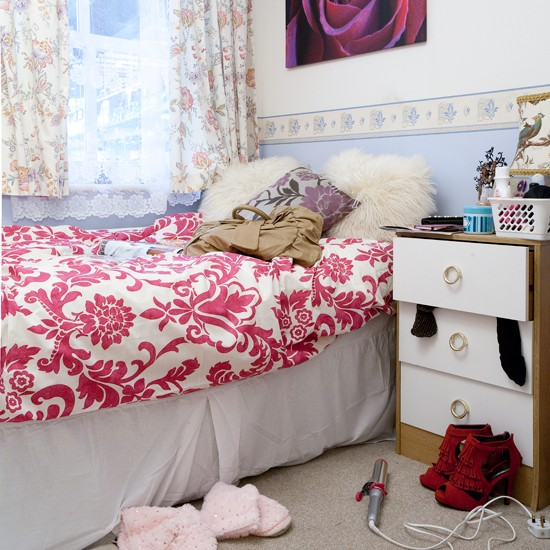Tracy Barlows bedroom Coronation Street house tour  : tracys bedroom coronation street house Ideal Home Show 2011 Housetohome from www.housetohome.co.uk size 550 x 550 jpeg 99kB