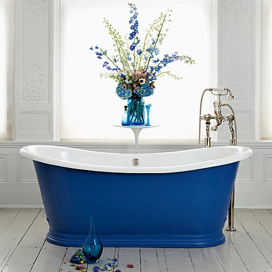 Bright blue bath | 10 new looks for country bathrooms | Bathroom design ideas | PHOTO GALLERY