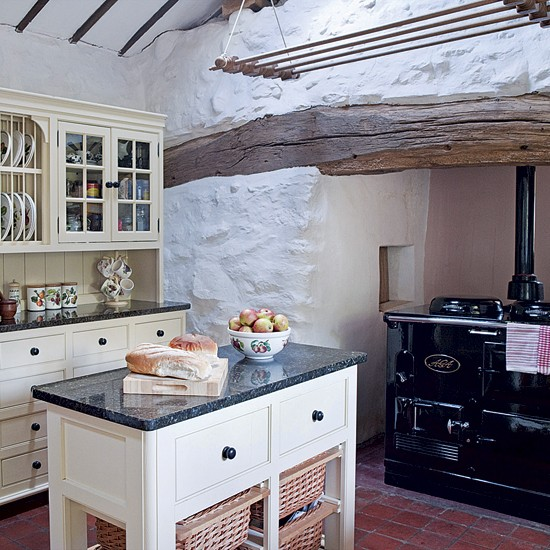 White farmhouse kitchen | Traditional kitchen | Range cooker | Image | Housetohome