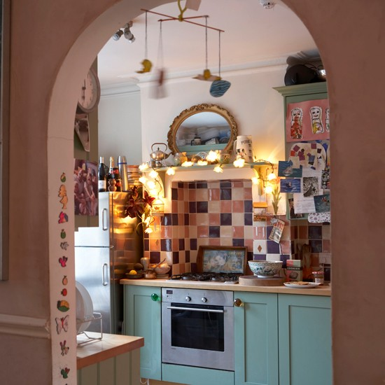 Small cosy kitchen be inspired by the home of a london for Small cozy kitchen ideas