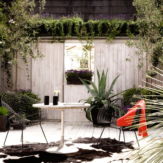 Small decked garden | Contemporary gardens | Garden designs | PHOTO GALLERY | Housetohome