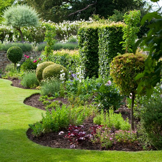 Traditional garden pictures house to home for Garden border design