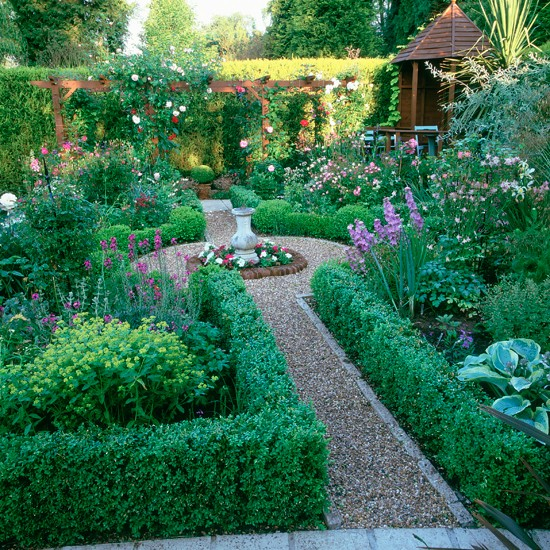 Small garden ideas uk photograph small traditional garden for Creating a small garden